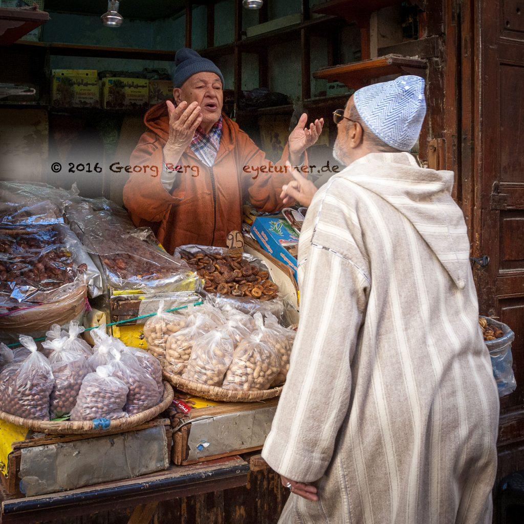 Feigen; datteln und Nüsse in der Altstadt von Fès
